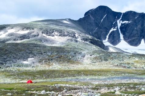 Endelig ser vi Storstygge Svånåtinden - ingen dårlig utsikt til lunsjen!