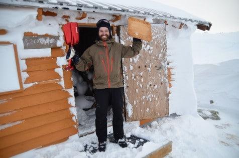 Anders har gravd frem do, hele toalettet var fylt med snø