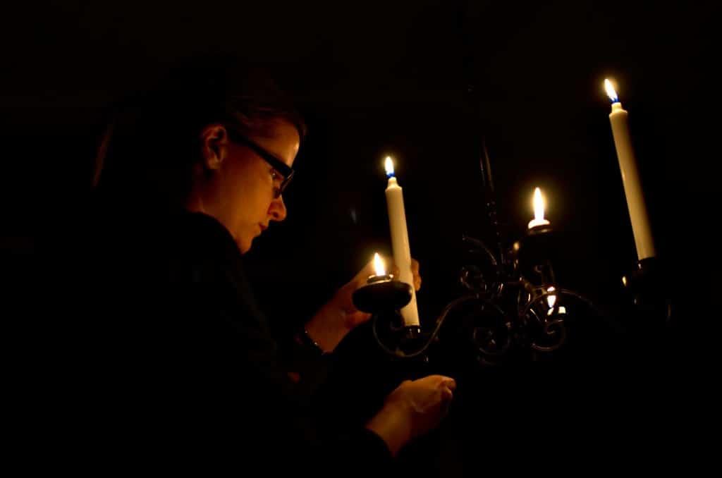 Det er bedre å tenne lys enn å forbanne mørket