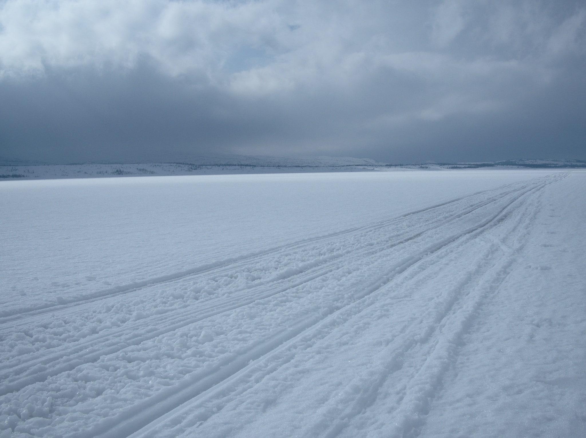 Langt og ensformig over Namsvatnet