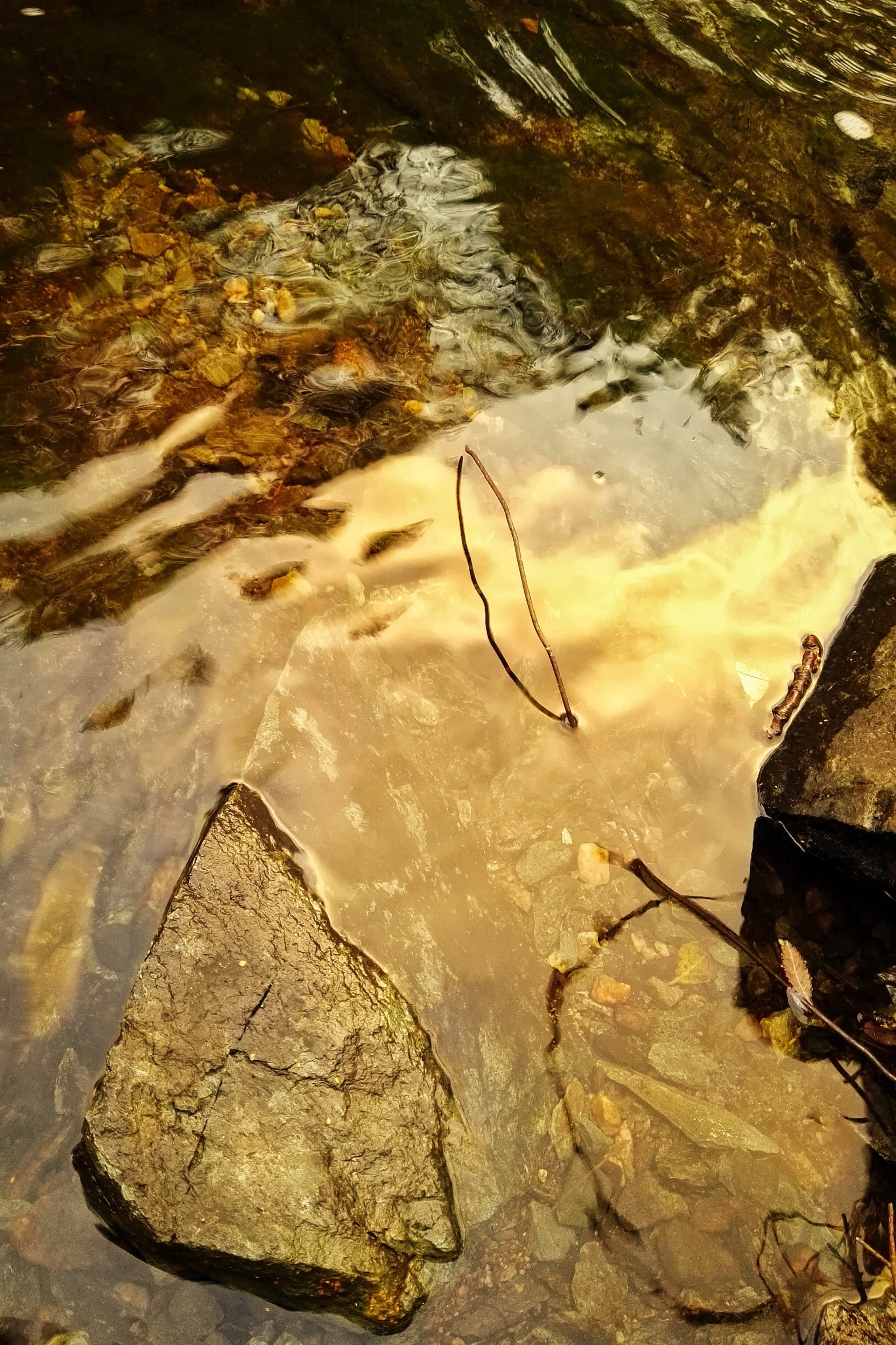 Fargespill i vann